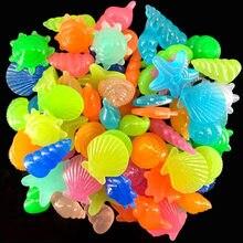 10/50 pçs pedras brilhantes luminosas concha em forma de estrela do mar escudo para passarelas de mesa de tanque de peixes brilho do jardim na decoração de seixos escuros