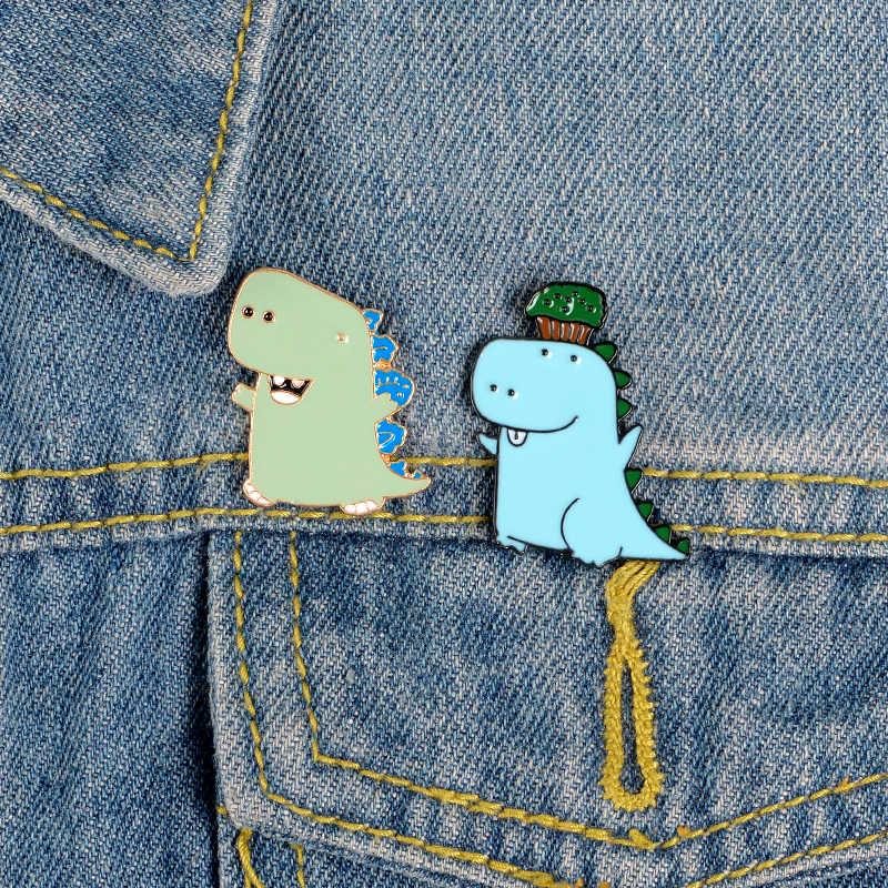 Dinosauro del cartone animato dello smalto pin Luce blu animale Contro la albero spilla distintivo Camicia zaino Risvolto pin del regalo dei monili per le donne bambini