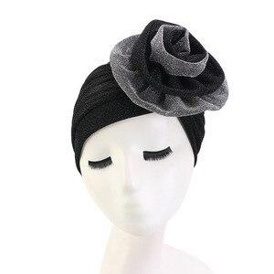 Image 2 - חדש יוקרה נשים המוסלמי בהיר shinny טורבן Hijabs גדול פרח אלסטי בד ראש כובע גבירותיי מסיבת חתונת אבזרים לשיער