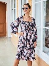 Элегантное женское платье с квадратным воротником и пуговицами