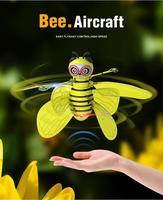 Amarillo abeja LED RC helicóptero eléctrico infrarrojo Sensor de la inducción de chico Drone gesto USB Sensor de infrarrojos juguete para regalo nuevo