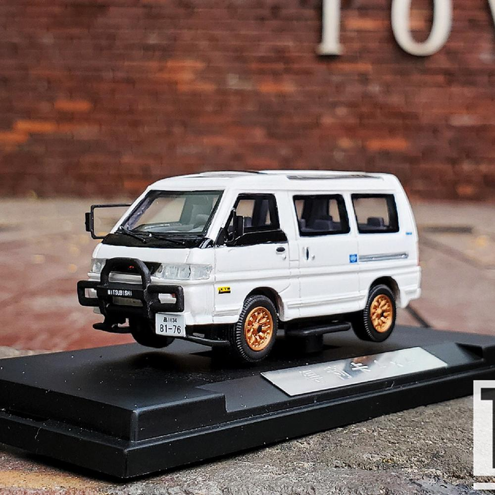 Sunyork 1/64 Scale Mitsubish DELICA L300 White Car Model Resin Collection Toy Gift