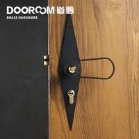 Barato Dooroom palanca de puerta de latón ultradelgada silenciosa negro dorado moderno Interior dormitorio baño cerradura para