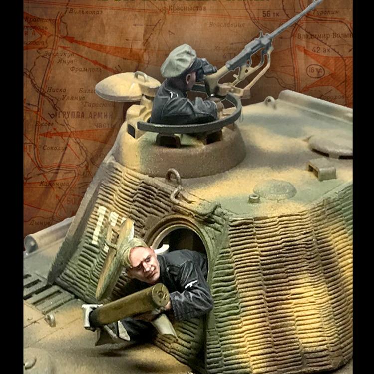1//35 Resin Figure Model Kit Soviet Tank Crew /& Scout no Tank WWII WW2 Unpainted