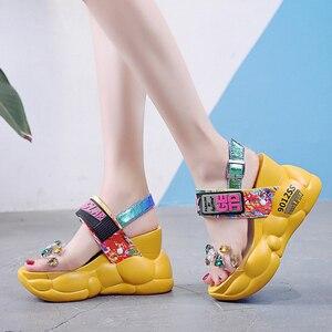 Image 4 - Lucyever 2020 Phụ Nữ Mùa Hè Sandals Thời Trang Trong Suốt Kim Cương Nêm Sandal Kim Cương Giả Giày Cao Gót Chun Giày Đế Người Phụ Nữ