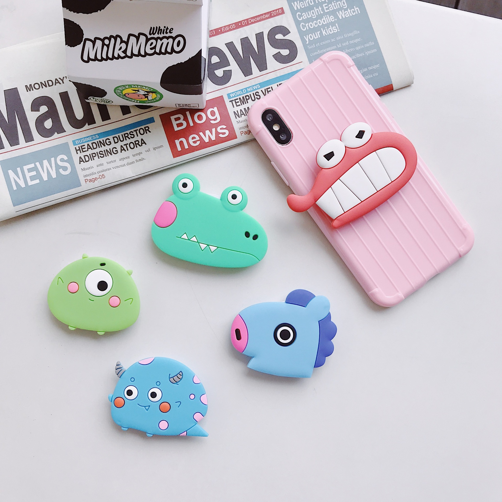 WholesaPPSocket Mobile Phone Soket Stretch Bracket Cartoon Airbag Phone Expanding Phone Stand Finger Car Phone Holder Pipsocket
