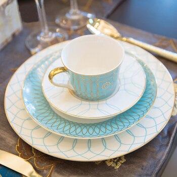 De alta calidad de china de hueso platos de cena de borde de oro vajilla con una taza de café y platillo de vidrio de vino de postre plato de vajilla