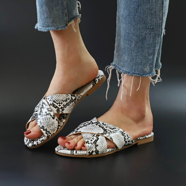 Sandals Snake Non-slip Outdoor Slippers 2020 Women Fashion Wild Wild Beach Shoes Sandals Flat Bottom Ladies Slippers 2
