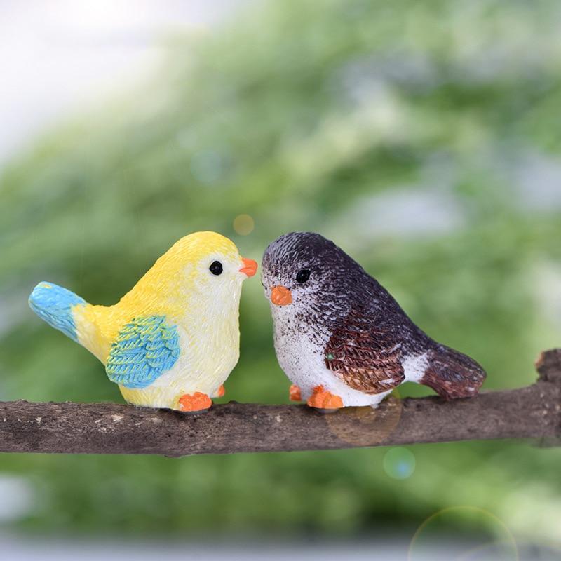 Zocdou 2 peças bonito dos desenhos animados colorido voar pássaro sparrow pequena estátua estatueta ornamento miniaturas crianças brinquedo decoração presente