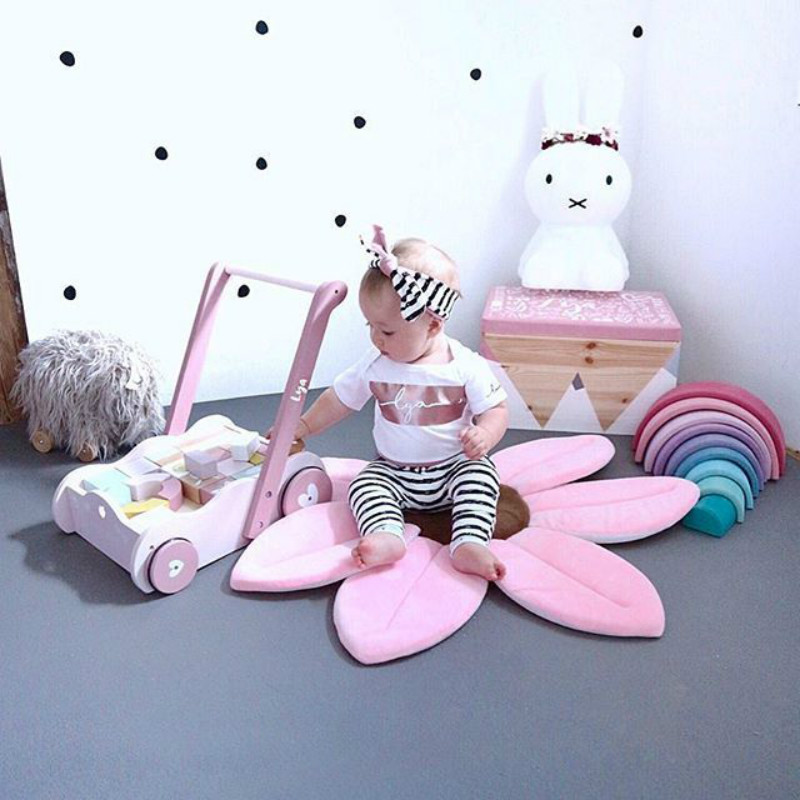 Nordic Cute Cartoon Sunflower Flower Carpet Children Crawling Mat Baby Shower Cushion Baby Shower Safety Petal Pad Bath Mat