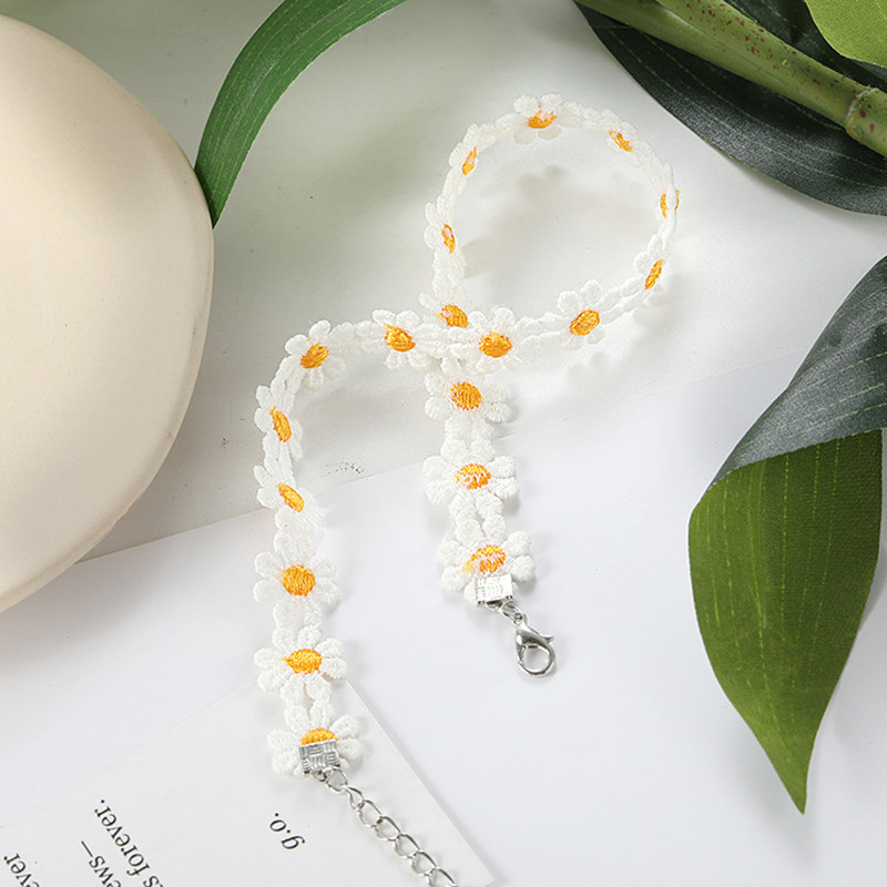 Classic Fashion Daisy Collar Women Lace Collar Party Casual Bohemian Yellow Flower Hippie Necklace White jewelry Bijoux