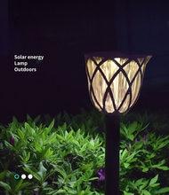Солнечный светильник светодиодный на лужайке в сетку наружный