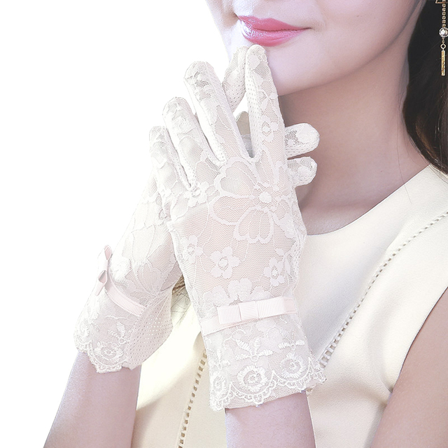 Women's Elegant Lace Gloves Wrist Sun Protection Driving Gloves for Summer Touch Screen Anti-Slip Fabric 4