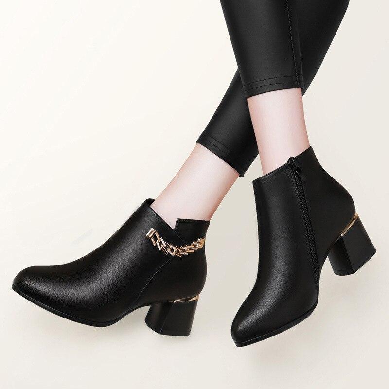 2018 sonbahar ve kış yeni stil yuvarlak ayak tıknaz topuk çizmeler metalik dekorasyon kadın botlar su geçirmez Platform çizmeler kore  title=