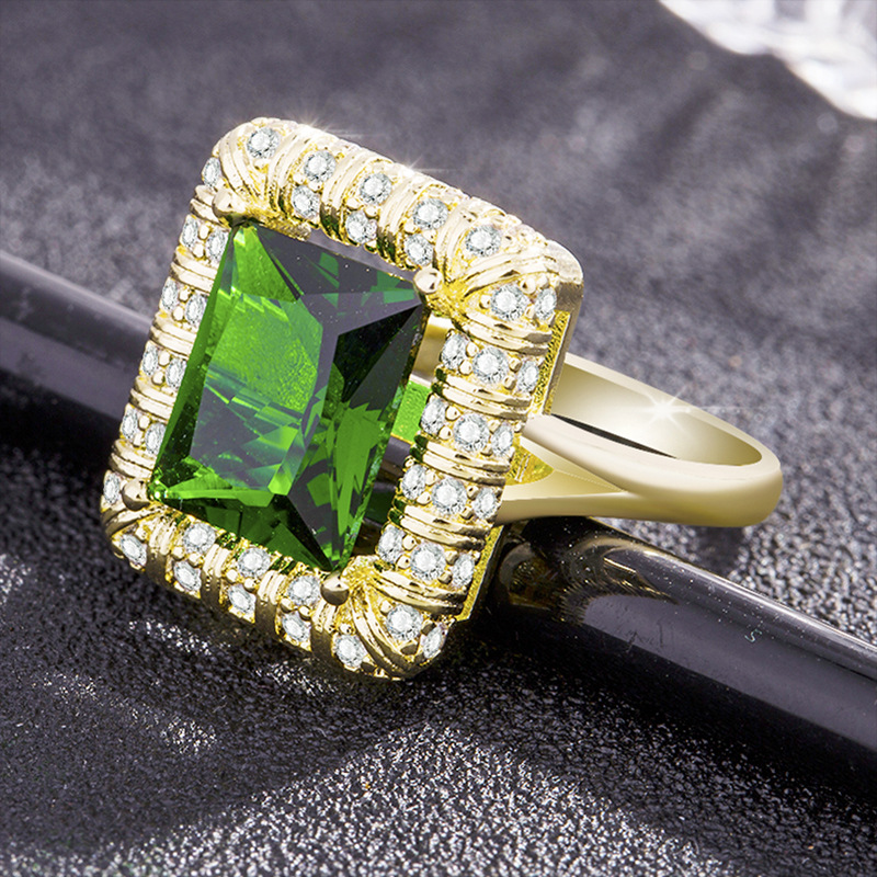 Exaggerated Retro Green Crystal High Quality Zircon Lady Ring Engagement Wedding Ring Grandmother Emerald Green CZ Ring