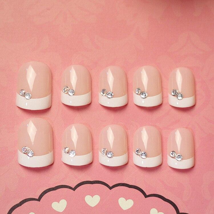 24 pièces beauté lumière blanc court français faux ongles couverture complète européenne Simple manucure froid ovale faux ongle naturelle pour bureau