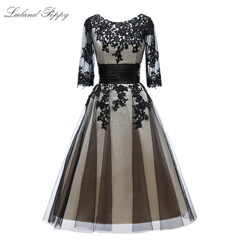 Women's Scoop Neck Black Cocktail Dresses KneeLength Vintage A-line Half Sleeves Lace Appliques Party Dress Formal Dress