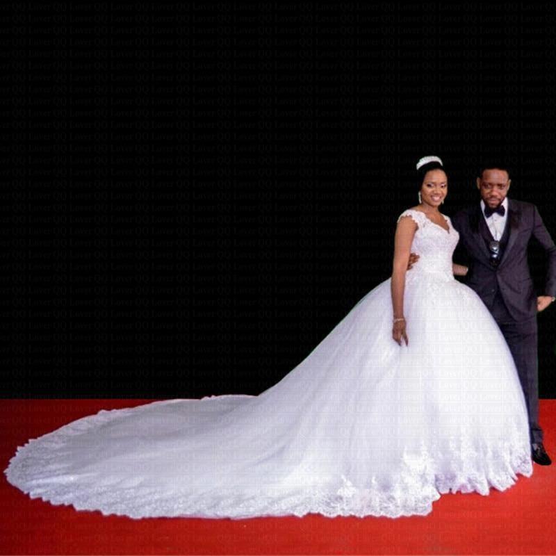 White Ball Gown Wedding Dresses Cap Sleeve 2020 Beading Gorgeous Lace V-Neck Royal Train Plus Size Bridal Gowns Robe De Mariage