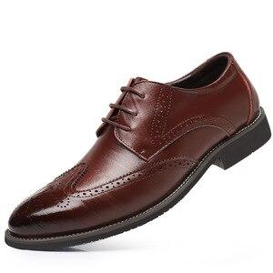 Image 3 - SZSGCN428 2019 novos homens oxford couro genuíno vestido sapatos brogue rendas até apartamentos masculinos sapatos casuais preto marrom tamanho 38 48
