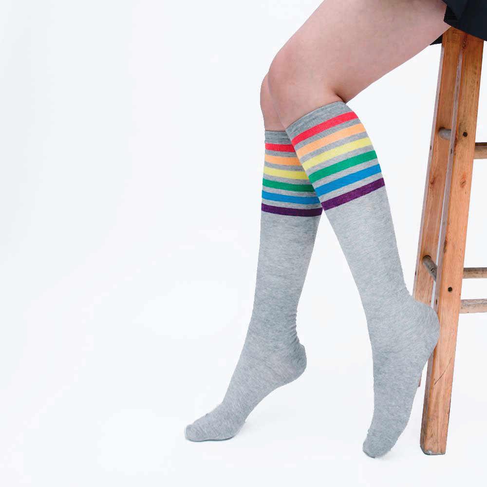 Antibakteriyel sağlıklı moda yüksek kaliteli pamuk çorap diz üzerinde gökkuşağı şerit kız rahat uzun çorap yumuşak elastik çorap # D