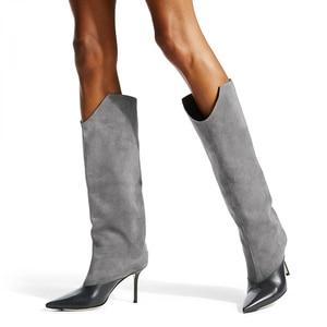 Элегантные серые сапоги с широкими штанинами, привлекательные офисные сапоги до колена с острым носком в стиле пэчворк, замшевые высокие са...