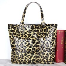 New Womens Handbag of 2019 Large Capacity Foldable Single Shoulder Bag PU Bright Geometric Diamond Mobile Phone ID Pack