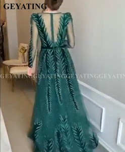 Image 5 - Emerald Green Velvet Long Sleeves Dubai Evening Dress 2020 Luxury Crystal A Line Arabic Formal Dresses Muslim Prom Party Gowns