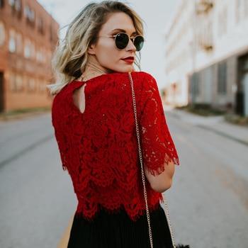 2019 Blusa Solta Vermelha Mulheres Tops de Manga Curta Camisa Casual Tops de Renda Camisa Moda Feminina Roupas Femininas Tops 1