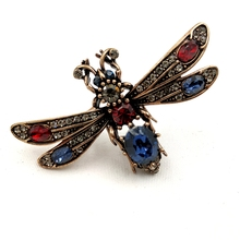 Vintage Gold Tone Red Blue Crystal Honey Bee Brooch Micro Pave Clear Wing Designer Pin Cute Insect Jewelry