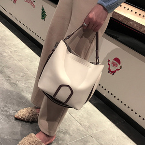 Image 5 - Ladies Crossbody Bag European and American Leisure Fashion Shoulder Bag High Quality Solid Handbag Simple Tassel Bucket Bags