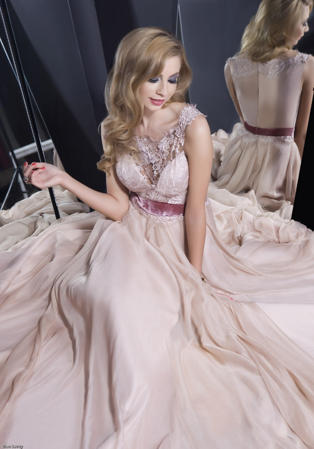 Vintage A-line Sexy Evening Long Formal Gown Sheer Bateau Neckline Lace Bodice Chiffon Bottom Mother Of The Bride Dresses