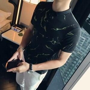 Image 2 - 韓国の夏のポロシャツ男性半袖ファッション 2020 迷彩プリントメンズカジュアルポロスリムフィットターンダウン襟ポロオム