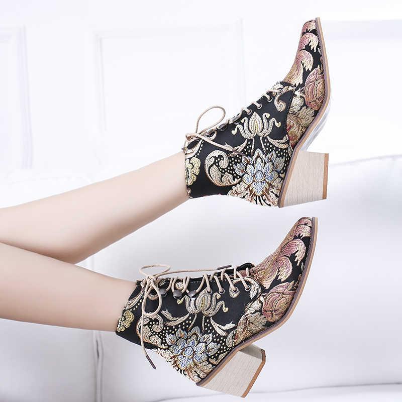 ฤดูใบไม้ผลิใหม่ Retro ผู้หญิงเย็บปักถักร้อยดอกไม้สั้น Lady Elegant Lace Up รองเท้าข้อเท้าหญิง Chunky Botas Mujer