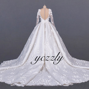 Image 3 - Saudi Arabic Wedding Gown Vintage V neck Long Sleeves Ball Gown Wedding Dress Plus Size Off White Lace Flowers Bride Dress YW276