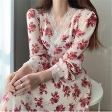 Женское платье с v образным вырезом длинным рукавом и цветочным