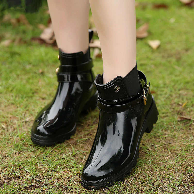 YeddaMavis Rote Stiefel Neue Regen Stiefel Warme Schnalle Plattform Slip auf PVC Wasserdichte Motorrad Bowtie Ankle Flache mit Frau Schuhe