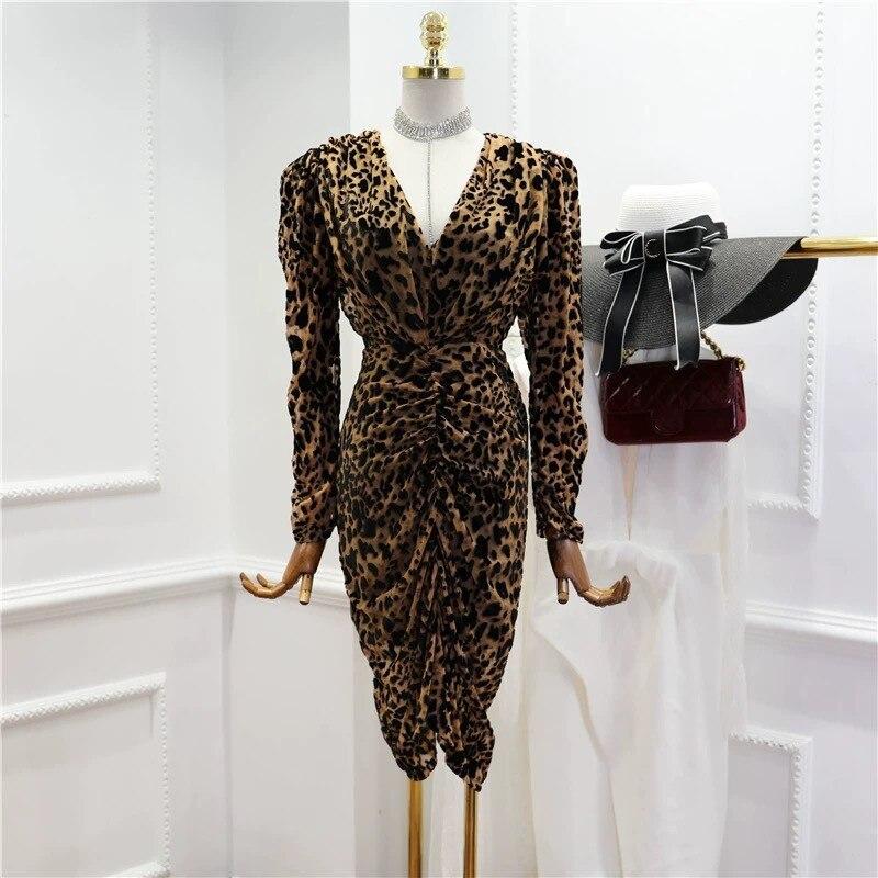 Kadın Giyim'ten Elbiseler'de Yeni leopar v yaka parti elbise zarif pist elbise tasarımcıları 2019 nokta sıcak moda kadife'da  Grup 1