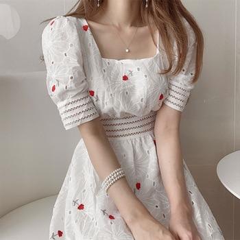 Verano industria pesada bordado flor cuadrado cuello espuma manga media longitud cintura calado manga corta Vestido Mujer