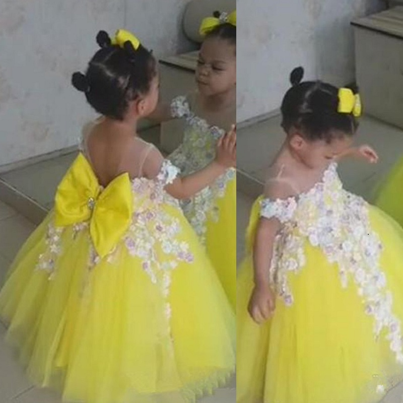 Flower Girls Dresses Lemon Yellow Tulle Princess Party Birthday Gowns With Lace Applique Bow Sheer Neck Cheap Girl Wedding Dress