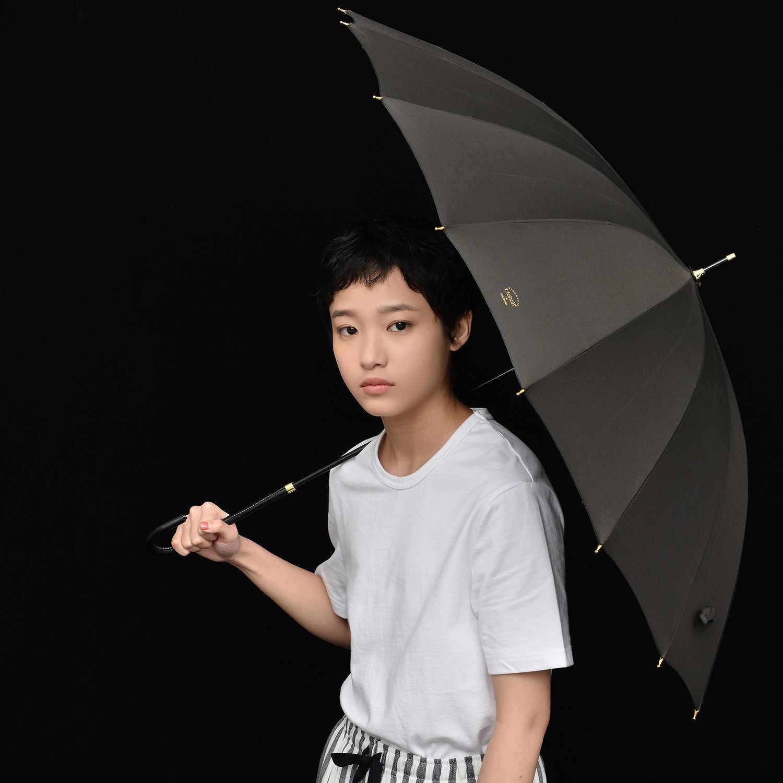 Mango largo paraguas lluvia mujeres 16K a prueba de viento paraguas de golf fuerte a un Simple colores palo paraguas para chicas de moda Guarda Chuva