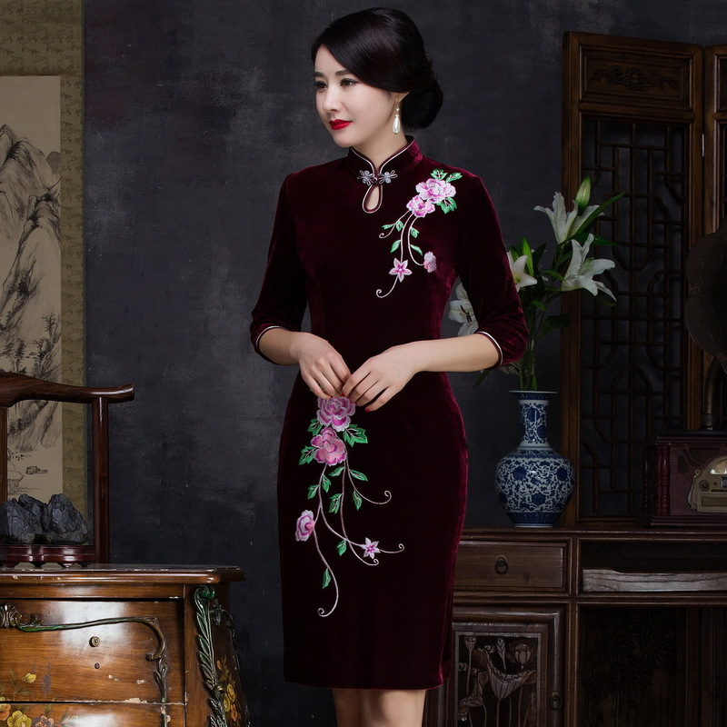 Gold Velvet Cheongsam Retro Tang Wedding Mother's Embroidery Fashion High-end Slim Short Middle Sleeve Manufacturer