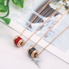 Colar de aço de titânio para mulheres moda doce coreano personalidade simples clavícula cerâmica corrente rosa colar de ouro acessórios