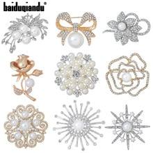 Baiduqiandu Factory Direct Crystal Diamante i sztuczna perła moda kwiat roślina broszka przypinki dla kobiet w różnych wzorach