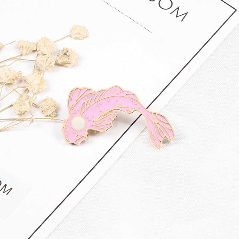 陰陽魚漫画鯉鯉ブローチ女性男性デニムジャケットラペルエナメルピン日本の魚バッグバッジ子供宝石類のギフト