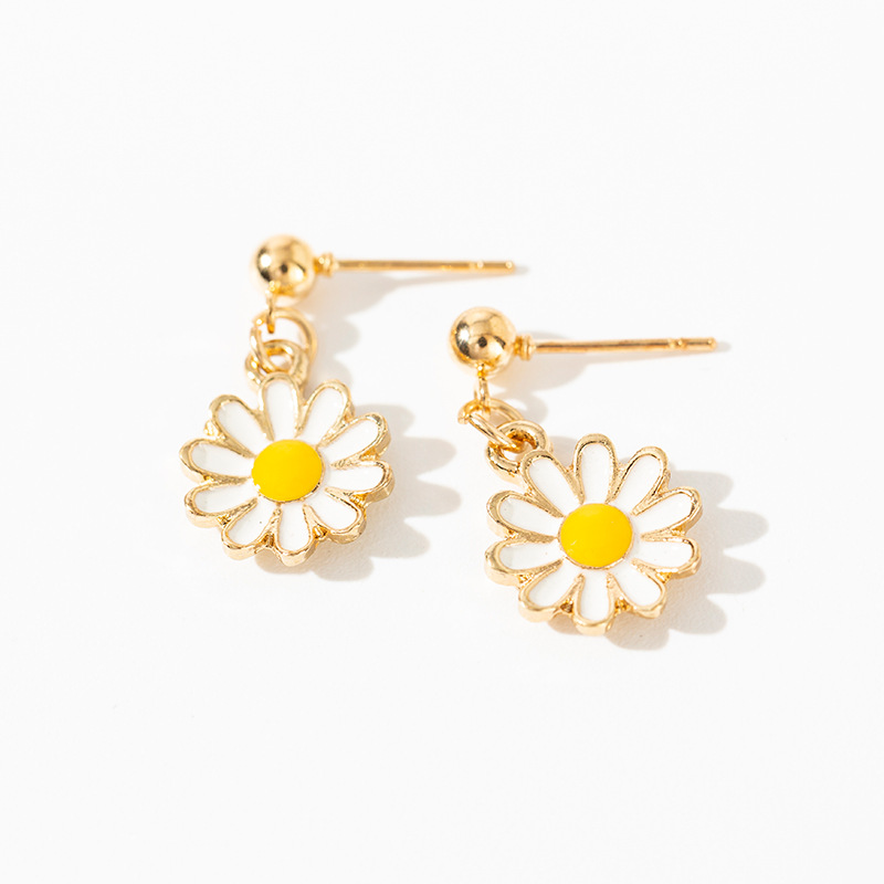 Earrings Charm 2019 Fashion Korean New Earrings Small Fresh Daisy Flower Small Earrings Women's Factory Wholesale