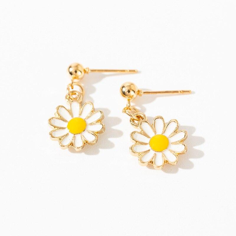 Earrings Charm 2019 Fashion Korean New Earrings Small Fresh Daisy Flower Small Earrings Women's Factory Wholesale