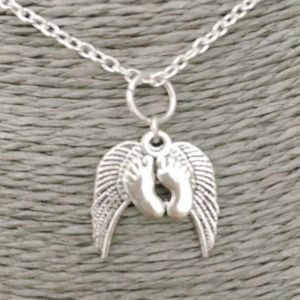 Tibetan Silver My Babies Feet Under Angel Wings Pendant Necklace Miscarriage Baby Loss Memorial Jewelry Necklace for Women(China)