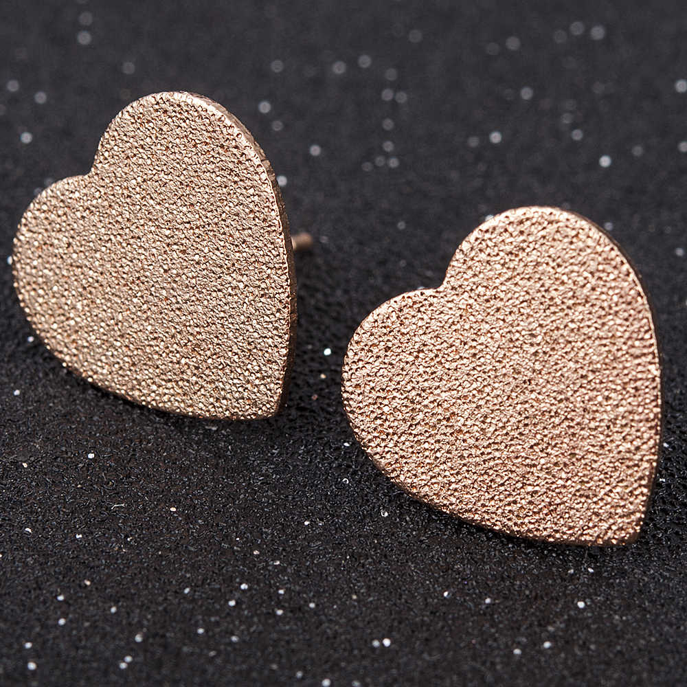 2019 New Fashion Simple Small Gold Silver Heart Triangle Stud Earrings for Women Wedding Jewerly Accessories Christmas Gift