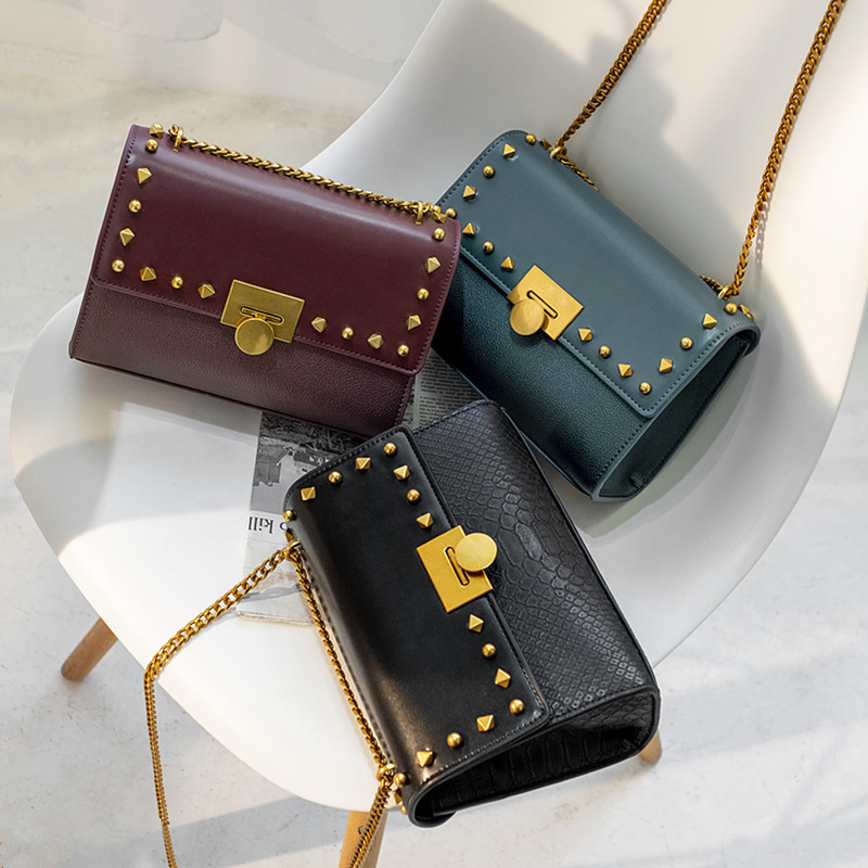 Petit sac à rivets CK70780744 sac à bandoulière carré 2018 sac à bandoulière pour femmes sac à bandoulière pour femmes véritable produit sac pour femmes