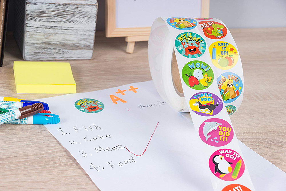 500 Pcs cute animals Reward Sticker rolls for Teachers students for Kids in 8 Designs Training Stickers Motivational Stickers